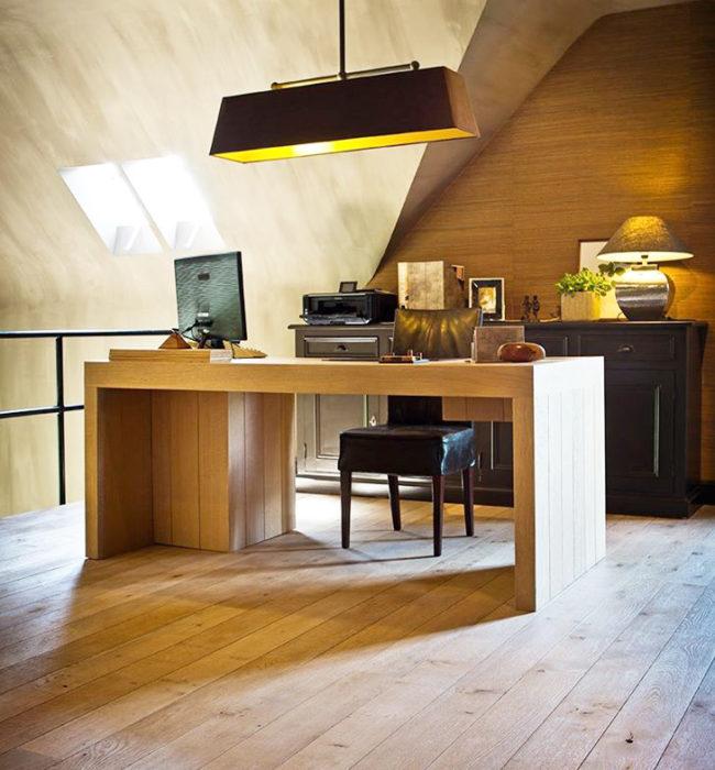 Parket en houten bureau